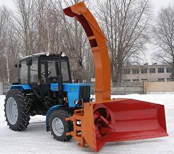 Трактор Беларус -82.1 в комплектации со снегоротором ЕМ-800